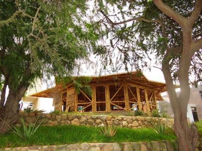 Casa Paraguas de bambú